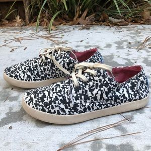 Toms Black and White Paint Splatter Tennis Shoes